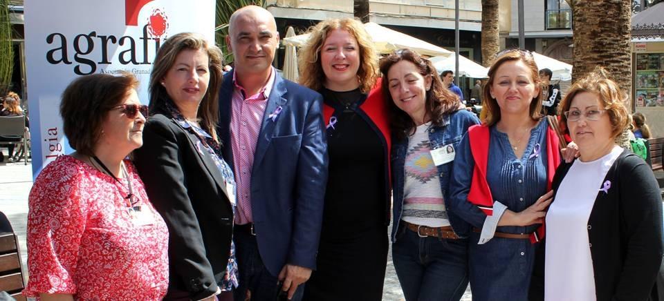 La alcaldesa muestra su apoyo a la asociación AGRAFIM en el Día Internacional de la Fibromialgia