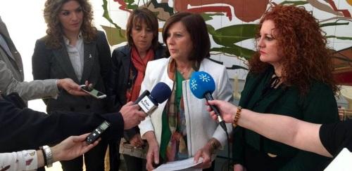 Sánchez Rubio reitera la apuesta de la Junta con la red de atención directa a las mujeres en las zonas rurales