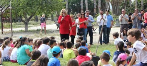 300 escolares de Motril participan en una plantación en el Parque de los Pueblos de América con motivo del Día Mundial del Medio Ambiente