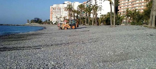 Almuñécar ultima los preparativos de sus playas para acoger la fiesta de San Juan y el primer fin de semana del verano