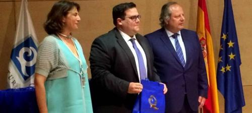 El concejal delegado de Turismo, Rafael Caballero Jiménez, ha recibido las cuatro banderas de 'Q de calidad'
