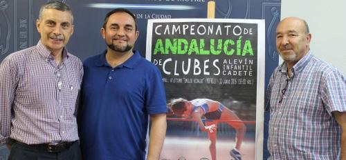 Enrique López Cuenca (Izqrda), Miguel Ángel Muñoz (centro) y Pepe Carrasco (drcha) en la presentación del Campeonato de clubes 2.jpg