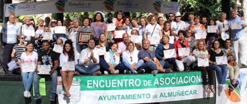 Foto de familia participantes en el Encuentro de Asociaciones de Almuñécar 2016.jpg