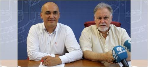 Gregorio Morales y Manuel Gutiérrez en la presentación de los talleres impartidos por Cruz Roja 2