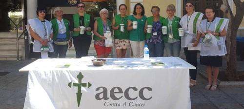 La AECC de Almuñécar moviliza a una veintena de voluntarias en su cuestación anual