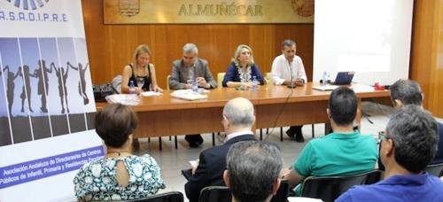 Los directores de centros de Primaria de la provincia debaten en Almuñécar sobre una mejor gestión de estos
