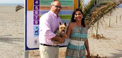 Motril cuenta este verano con la única playa para mascotas de la provincia de Granada