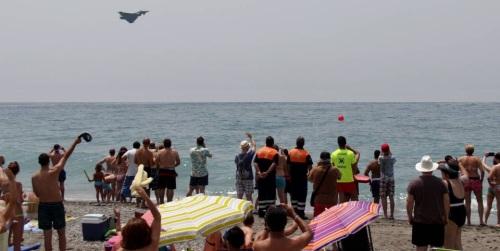 Unas 50.000 personas abarrotan las playas de Motril para presenciar el 'XI Festival Internacional Aéreo'