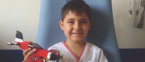 El pequeño Manuel necesita un trasplante de médula ósea