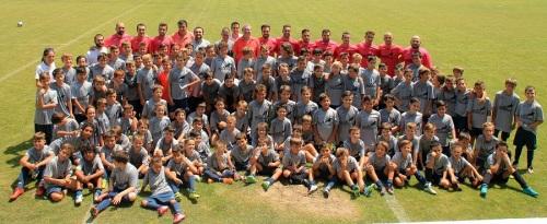 Foto de familia junto a los alumnos y alumnos del Campus Costa Tropical