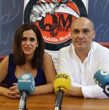 Gregorio Morales e Irene Justo en la presentación de los finalistas del Quisquilla Rock Motril 2016 2