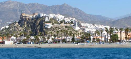 La normalidad vuelve a la playa de Salobreña