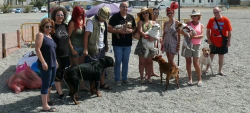 La playa canina de Motril registra su primer gran lleno de la temporada