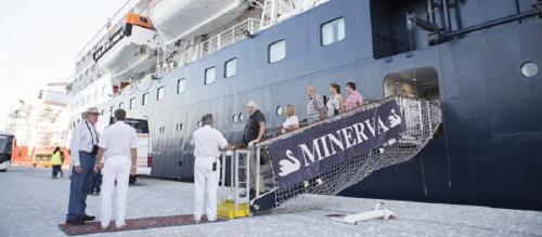 El crucero Minerva atracó en Motril con un pasaje superior a las 400 personas