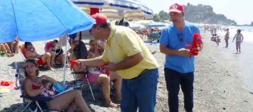 La Mancomunidad aporta 5000 colilleros para reparto en las playas sexitanas