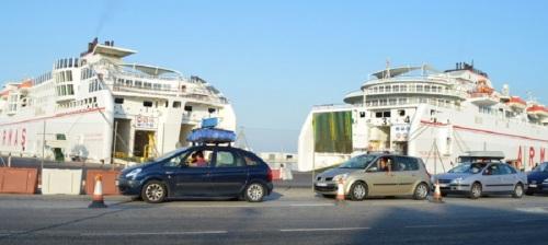Más de 13.500 pasajeros y 3.500 vehículos han pasado por el Puerto de Motril en el fin de semana más intenso de la OPE