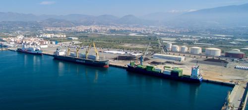 Motril es el puerto andaluz que más crece en el tráfico rodado de mercancías