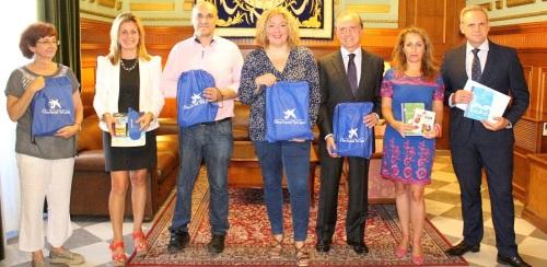 400-escolares-motrilenos-reciben-material-escolar-cedido-por-la-obra-social-de-la-caixa