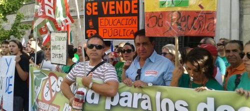 Concentración contra los recortes en Educación que supondrán una reducción de la plantilla de más de 200 docentes