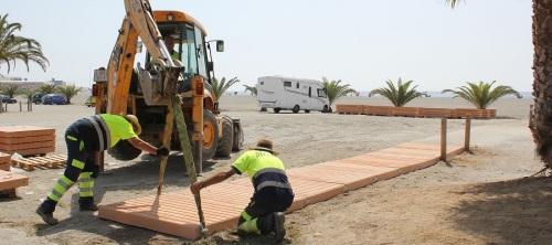 el-ayto-instala-150-m-de-pasarelas-de-hormigon-en-la-playa-del-cable