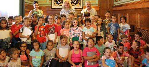 la-alcaldesa-recibe-a-medio-centenar-de-ninos-y-ninas-del-colegio-publico-virgen-de-la-cabeza
