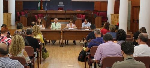 la-concejalia-de-educacion-presenta-a-los-directores-de-los-centros-de-primaria-y-secundaria-la-guia-educativa-2016-2017