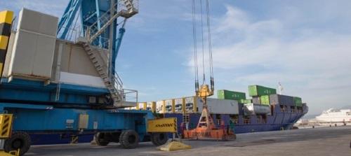 acerinox-se-fija-en-el-puerto-de-motril-para-exportar-sus-productos