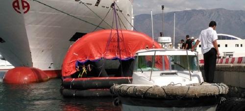el-ferry-que-hace-la-travesia-con-melilla-renueva-en-motril-el-certificado-de-seguridad-para-buques-de-pasaje
