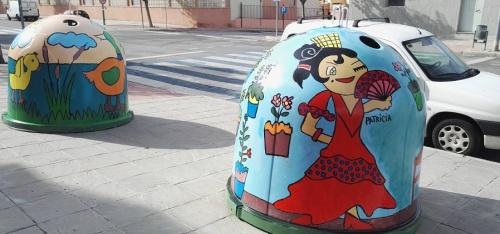 los-contenedores-para-el-reciclaje-de-vidrio-en-el-balcon-de-san-fernando-se-convierten-en-obras-de-arte-infantiles