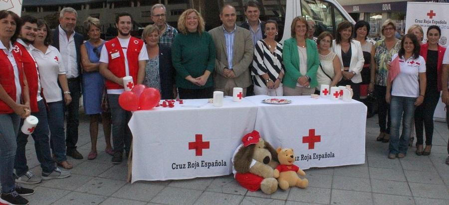motril-se-tine-con-los-colores-de-la-solidaridad-para-ayudar-a-cruz-roja-en-su-campana-a-favor-de-la-infancia