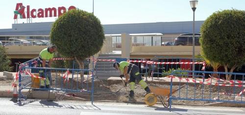 obras-para-acabar-con-barreras-arquitectonicas-en-la-avenida-de-europa-frente-al-centro-comercial-alcampo