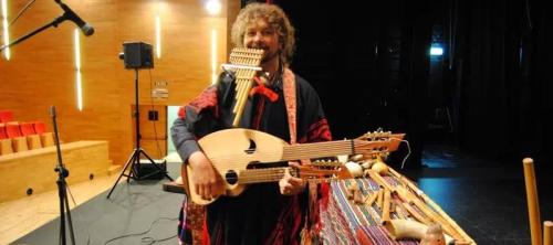 alumnos-del-ies-al-andalus-asistiran-a-un-concierto-didactico-sobre-el-origen-de-los-instrumentos-con-pablo-nahual