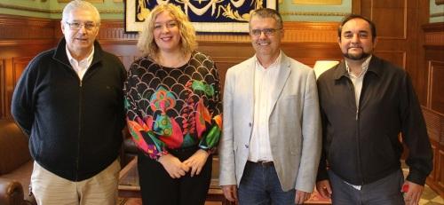 la-alcaldesa-felicita-al-nuevo-delegado-en-granada-de-la-federacion-andaluza-de-natacion-el-motrileno-paulino-martinez