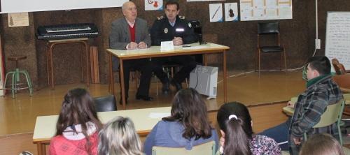 charlas-informativas-en-los-institutos-por-parte-de-la-policia-local-de-salobrena