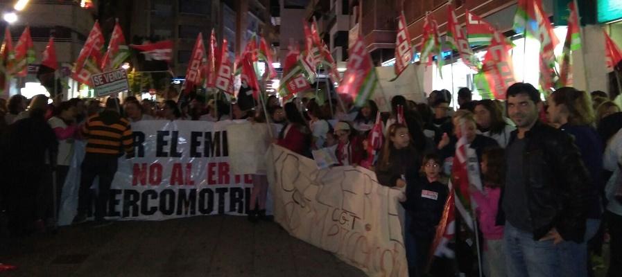 concentracion-protesta-para-rechazar-el-erte-en-mercomotril