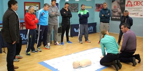 el-area-de-deportes-forma-a-su-personal-para-superar-situaciones-de-emergencia-en-paradas-cardiorespiratorias