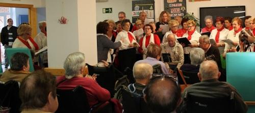 el-coro-de-los-talleres-municipales-anima-la-navidad-de-los-mayores-de-las-residencias-de-motril