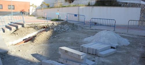 el-area-de-mantenimiento-desmonta-el-pipican-de-la-calle-eucalipto-e-integra-su-espacio-en-la-plaza