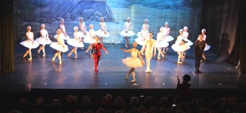 la-compania-royal-russian-ballet-represento-el-lago-de-los-cisnes-con-exito-de-publico