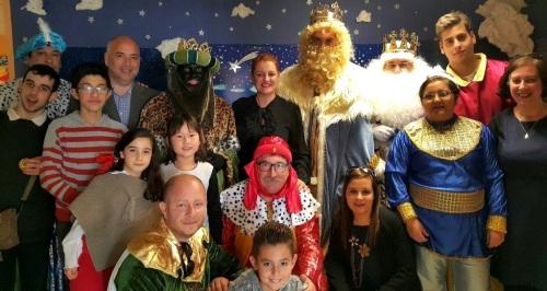 los-reyes-magos-de-salobrena-realizan-su-tradicional-visita-a-los-pacientes-del-hospital-de-santa-ana