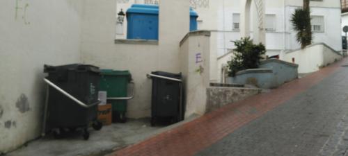 salobrena_contenedores-de-basura-en-un-punto-de-recogida