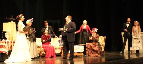 dionisio-theatre-presento-con-exito-su-obra-el-abanico-de-lady-windermere