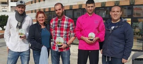 ma-eugenia-rufino-felicita-a-los-cocineros-de-salobrena-premiados-en-el-concurso-del-hotel-victoria-playa