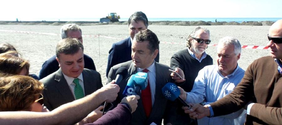 El delegado del Gobierno en Andalucía, Antonio Sanz, visita la Costa Tropical