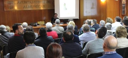 Fernando López Castellano habló en Almuñécar sobre la crisis económica