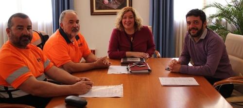 La alcaldesa se reúne con representantes del sector de la estiba del Puerto de Motril, a quienes ha mostrado su apoyo