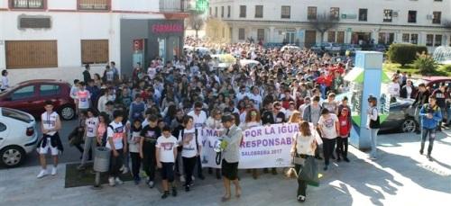 Más de un millar de personas participan en la I marcha por la Igualdad