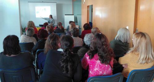 Momento de la charla explicativa del taller sobre el Cáncer de Cérvix