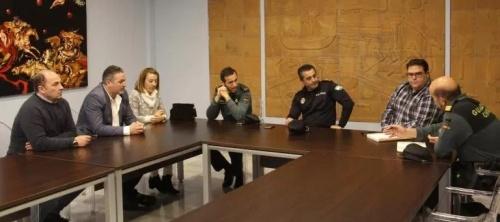 Reunión Asociación de Comerciantes de Almuñécar con el concejal de Comercio, Policía Local y Guardia Civil