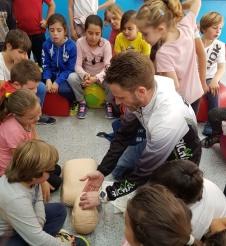 Charla practica de Primeros Auxilios y Soporte Vital Básico en el CEIP La Noria_